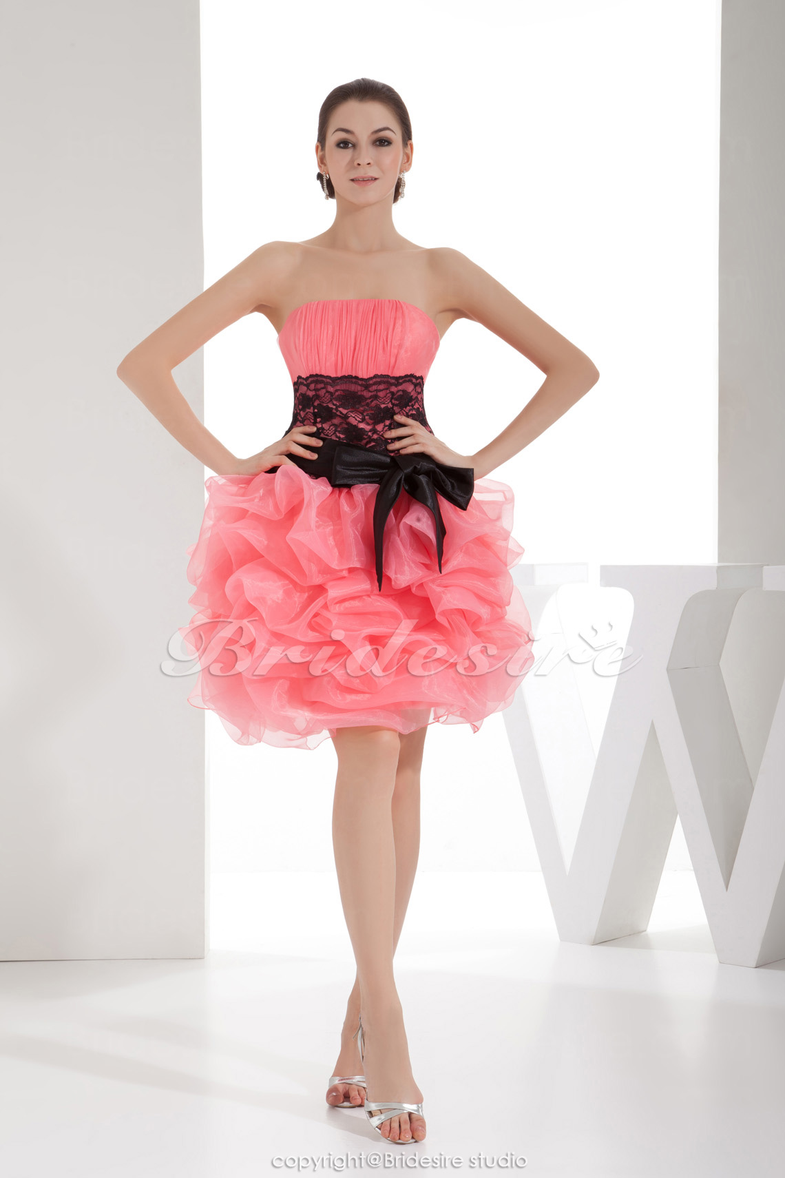 Ball Gown Strapless Knee-length Sleeveless Organza Dress