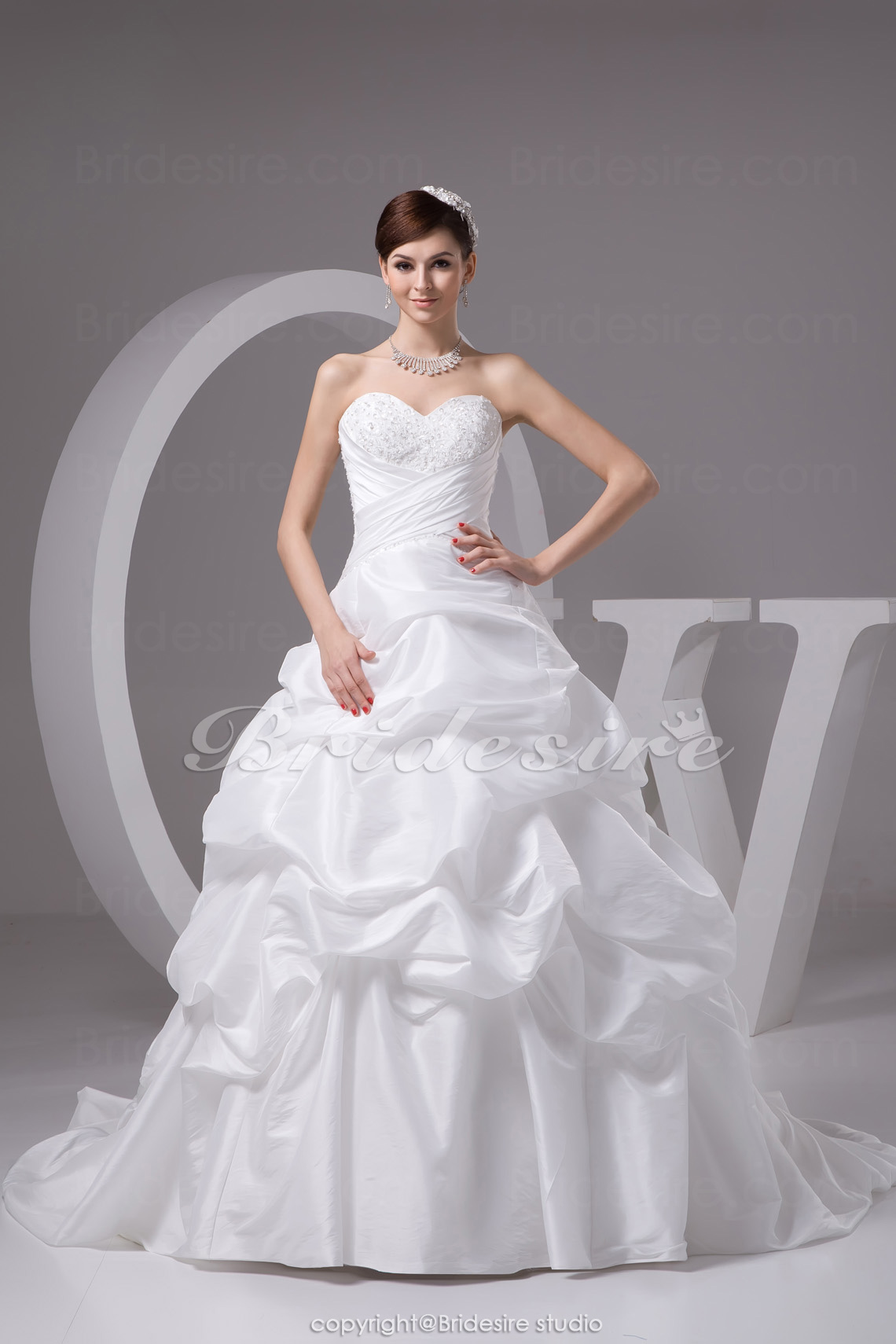 Ball Gown Sweetheart Chapel Train Sleeveless Taffeta Wedding Dre