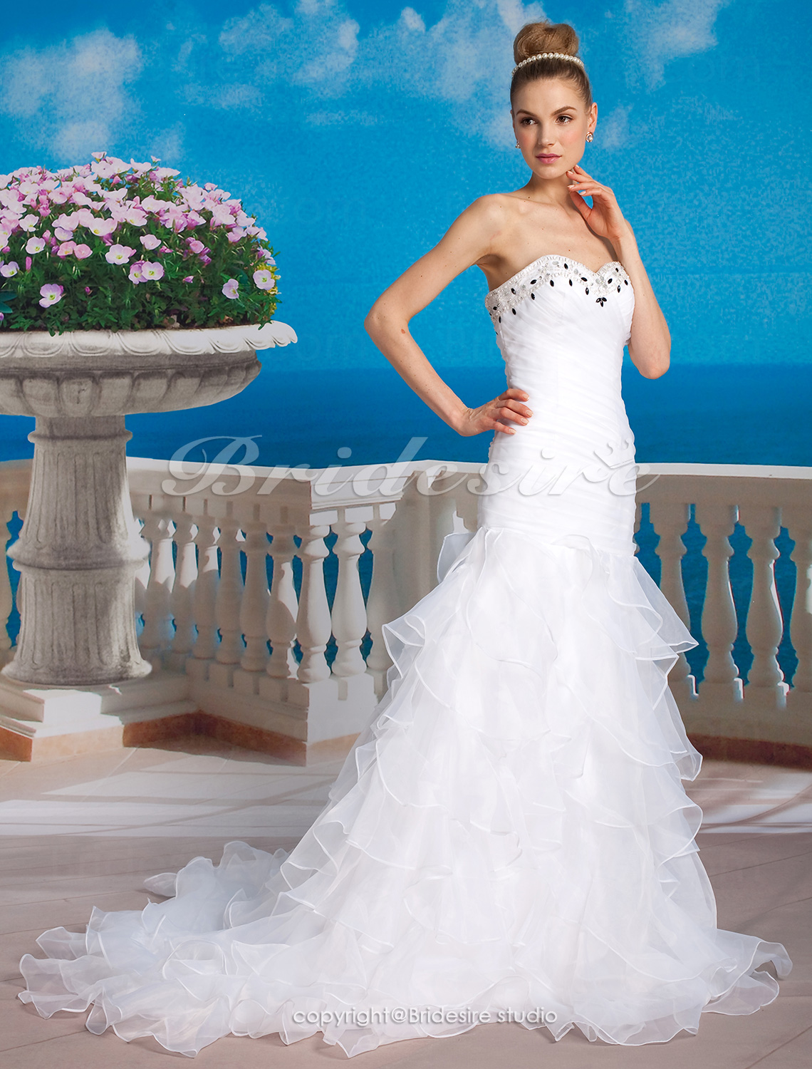 Sheath/Column Strapless Organza Tiered Chapel Train Sweetheart W