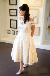 Ball Gown Scalloped-Edge Short Sleeve Lace Wedding Dress