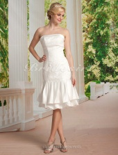 Mermaid/Trumpet Satin Lace Knee-length Strapless Wedding Dress