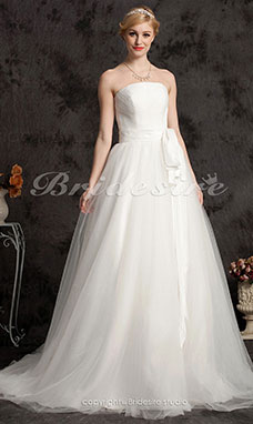 A-line Tulle Court Train Strapless Wedding Dress