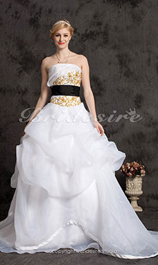 Ball Gown Organza Sweep/Brush Train Strapless Wedding Dress With Appliques