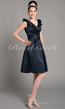 A-line Satin Knee-length V-neck Bridesmaid Dress