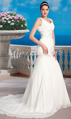 Mermaid/Trumpet Chiffon Court Train V-neck Wedding Dress