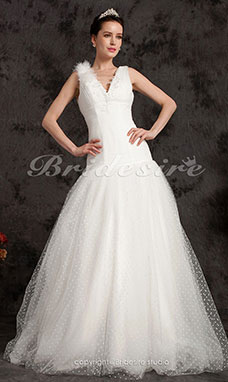 Ball Gown Floor-length Tulle V-neck Wedding Dress