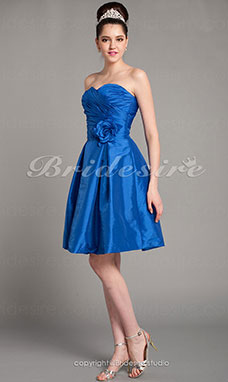 A-line Taffeta Knee-length Sweetheart Bridesmaid Dress