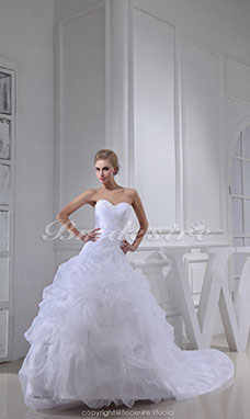 Ball Gown Sweetheart Chapel Train Sleeveless Organza Wedding Dress