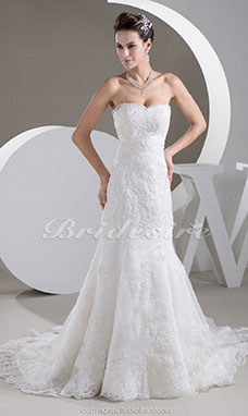 Trumpet/Mermaid Strapless Court Train Sleeveless Lace Wedding Dress