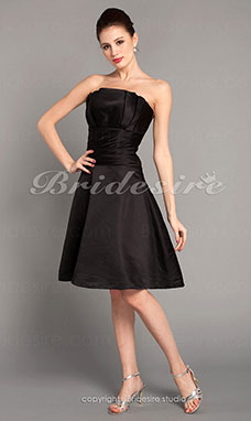A-line Satin Knee-length Strapless Cocktail Dress