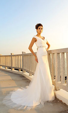 Sheath/Column V-neck Sleeveless Tulle Wedding Dress