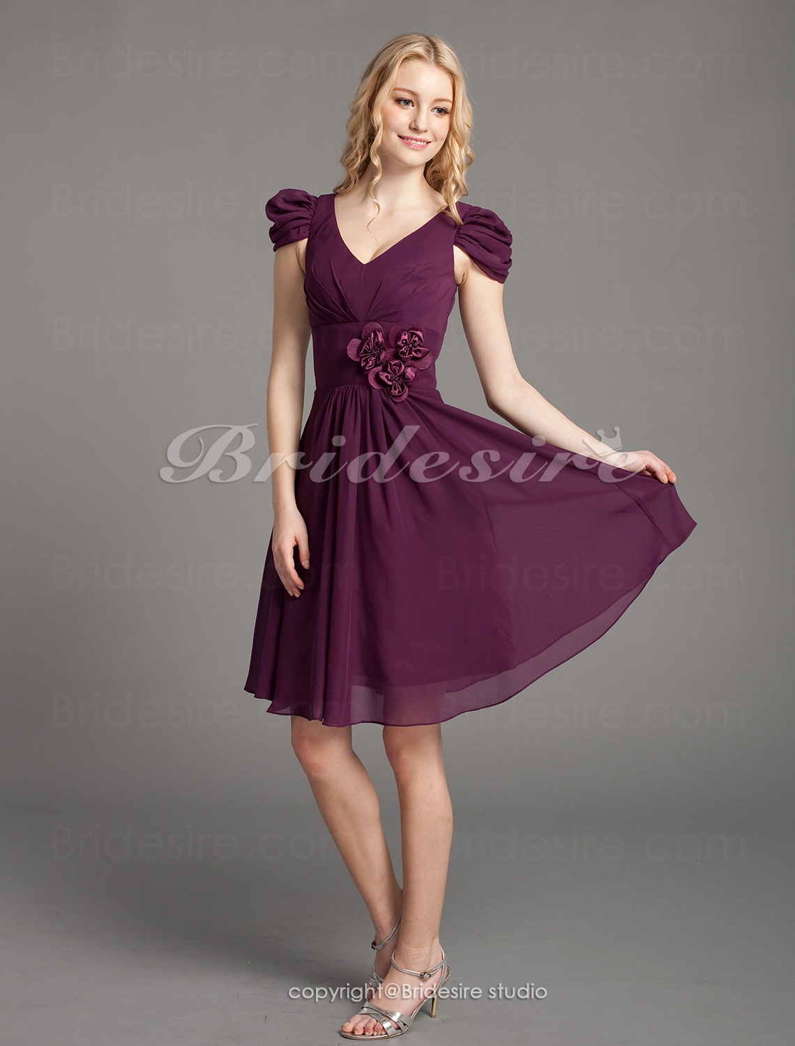 A-line Chiffon Over Elastic Satin Knee-length V-neck Bridesmaid/ Wedding Party Dress