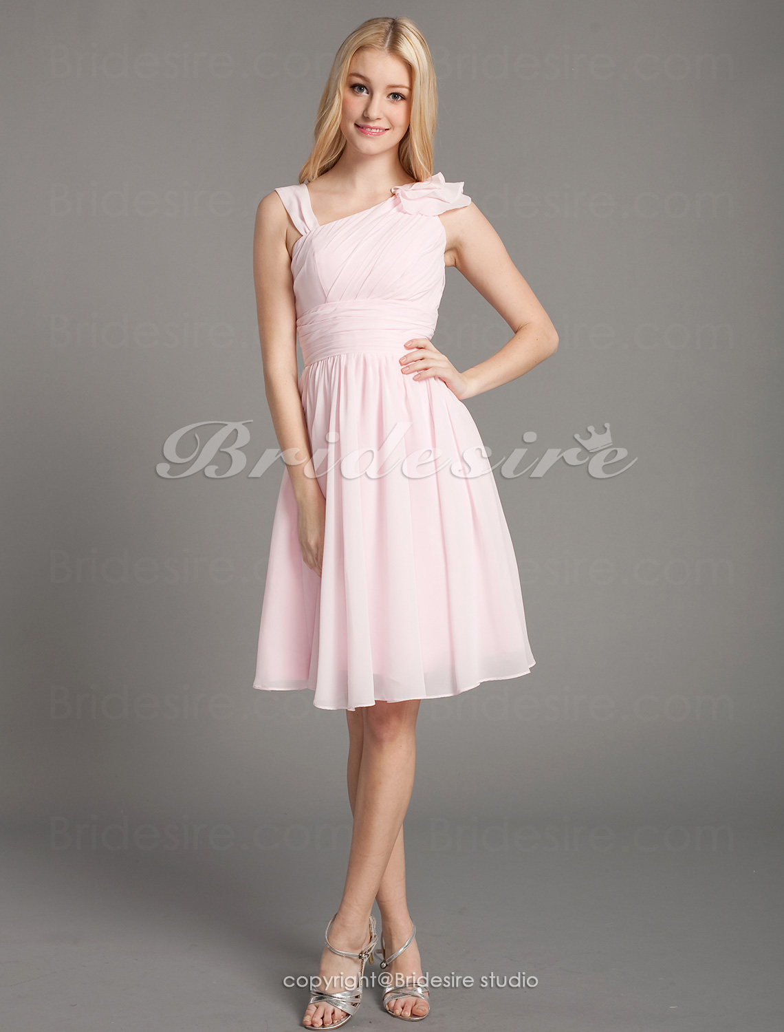 A-line Chiffon V-neck Knee-length Sleeveless Bridesmaid Dress