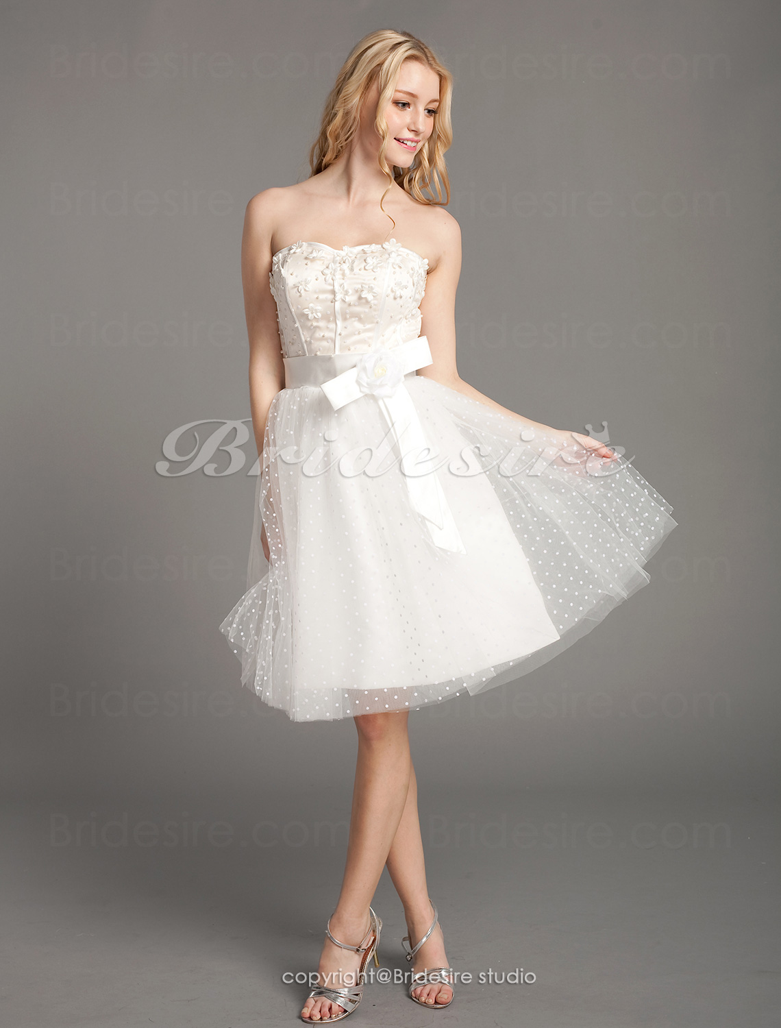 A-line Tulle Knee-length Sweetheart Wedding Dress