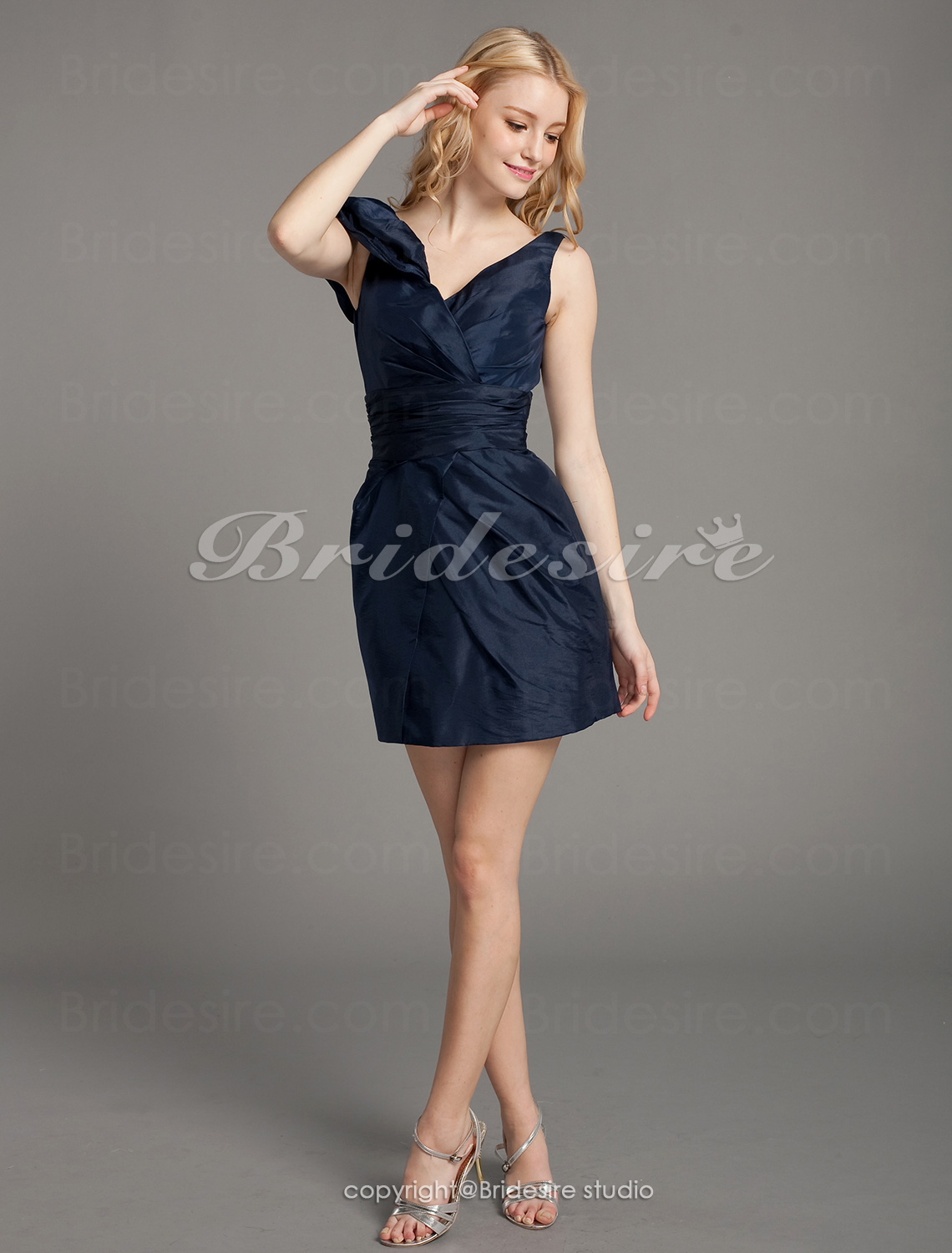 Sheath/ Column Taffeta Short/ Mini V-neck Bridesmaid Dress