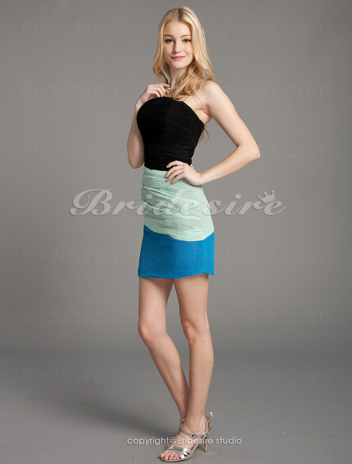 Sheath/Column Chiffon Short/Mini Strapless Cocktail Dress