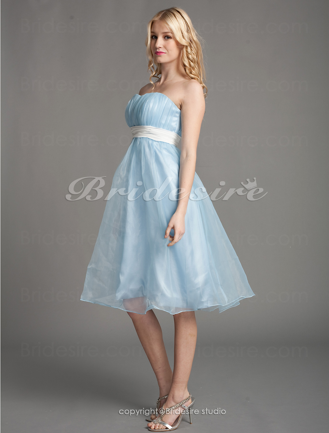 A-line Organza Knee-length Strapless Cocktail Dress