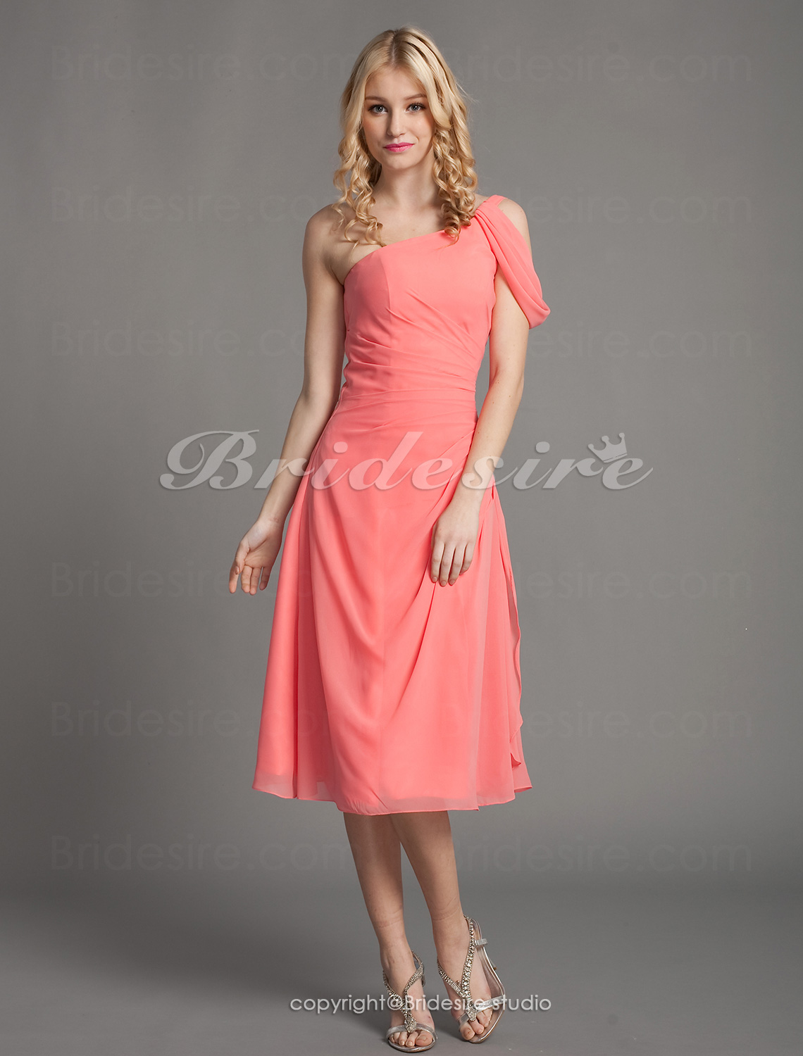 A-line Chiffon Knee-length One Shoulder Bridesmaid Dress