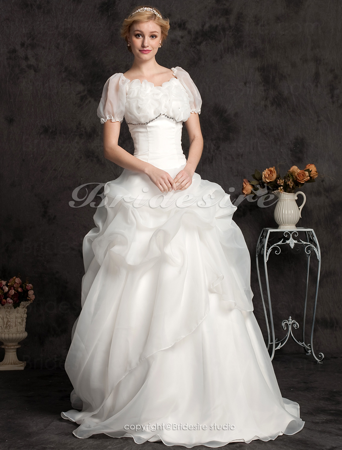 Ball Gown Organza Floor-length Sweetheart Wedding Dress