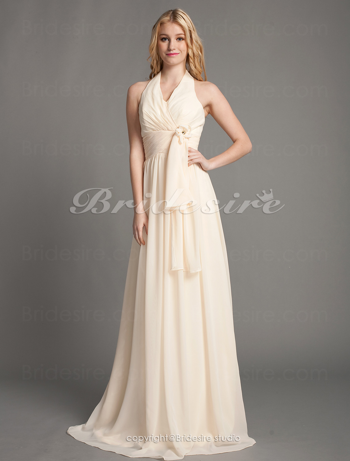 A-line Floor-length Halter Elegant Chiffon Bridesmaid Dress
