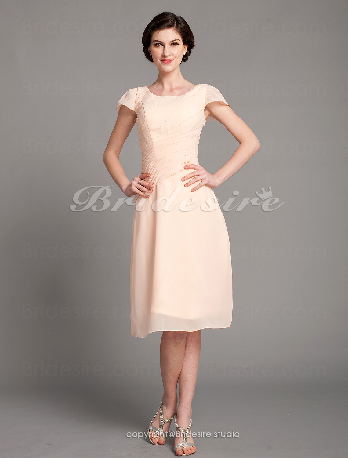 Sheath/ Column Chiffon Knee-length Scoop Mother of the Bride Dress
