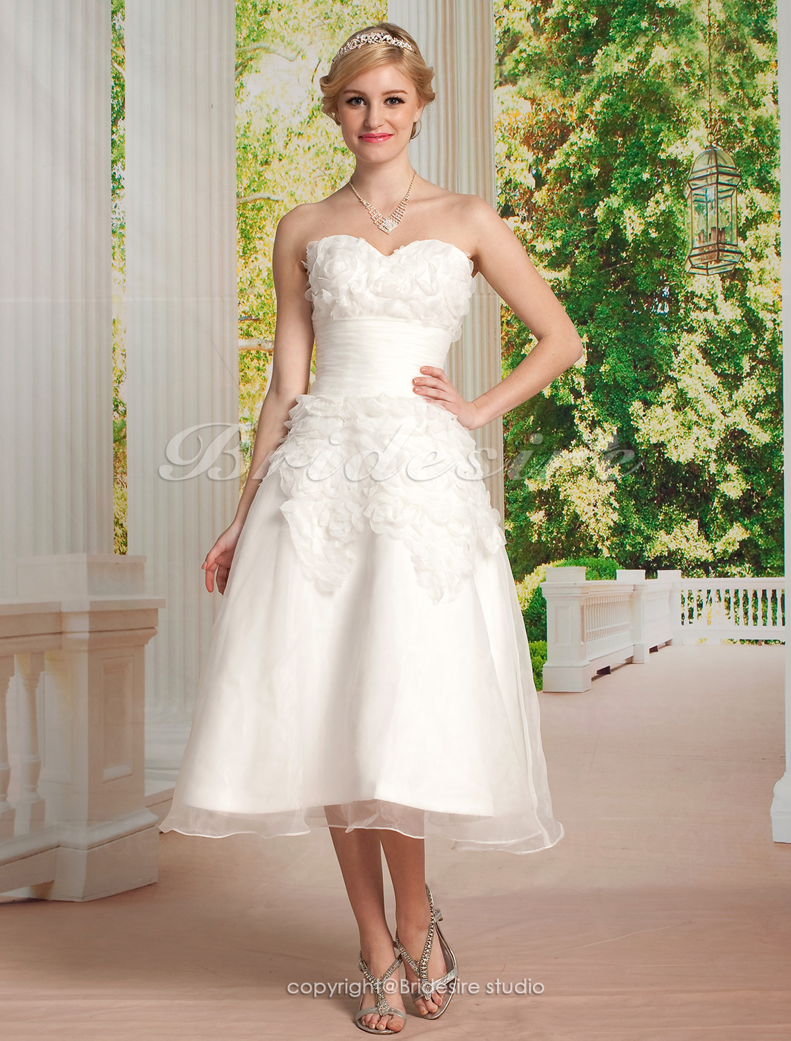 A-line Organza Knee-length Sweetheart Wedding Dress