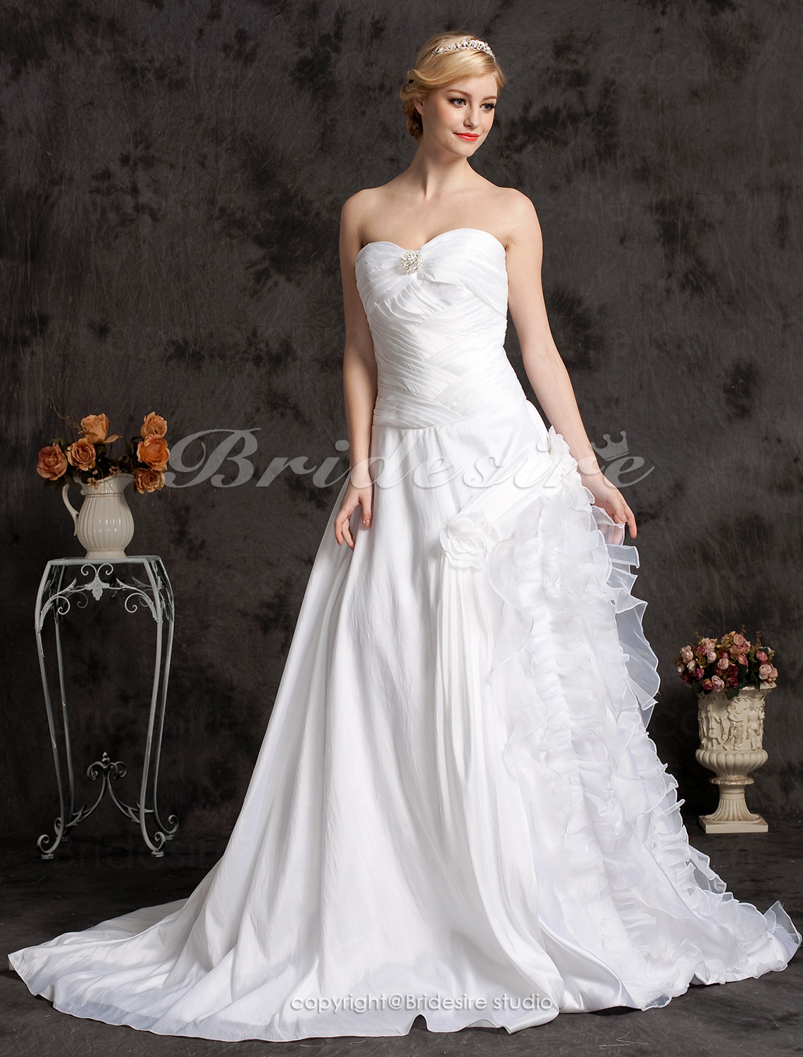 A-line Elegant Court Train Taffeta Strapless Wedding Dress