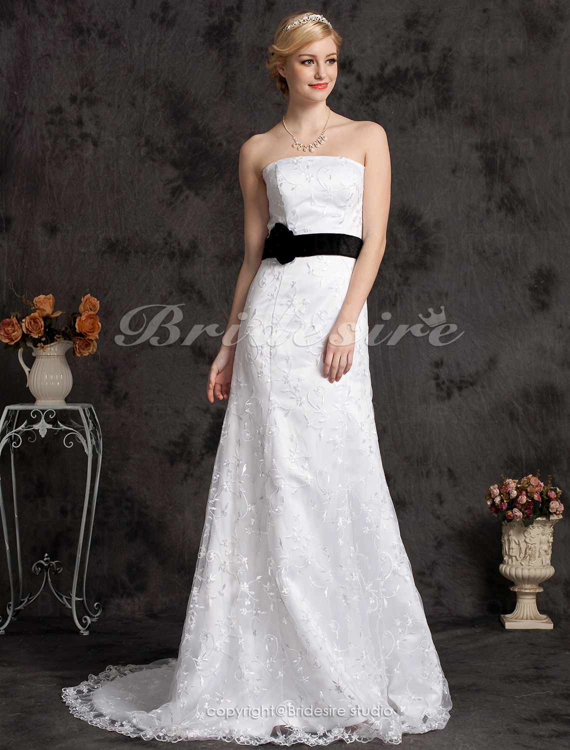 Mermaid/Trumpet Lace Court Train Strapless Wedding Dress