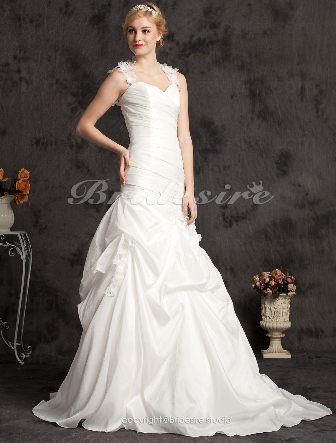 A-line Taffeta Chapel Train Sweetheart Wedding Dress