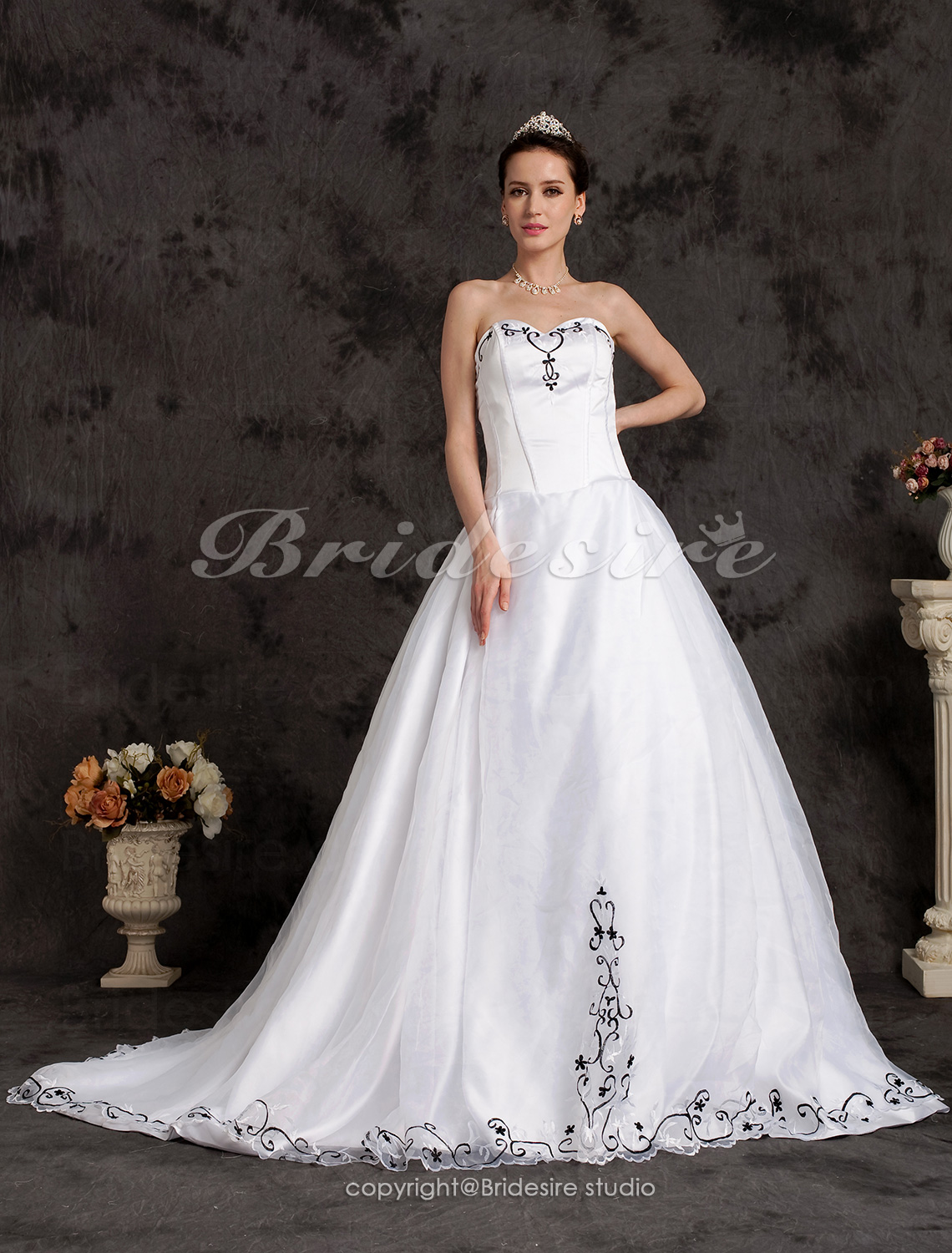 Ball Gown Chapel Train Sweetheart Wedding Dress With Embroidery