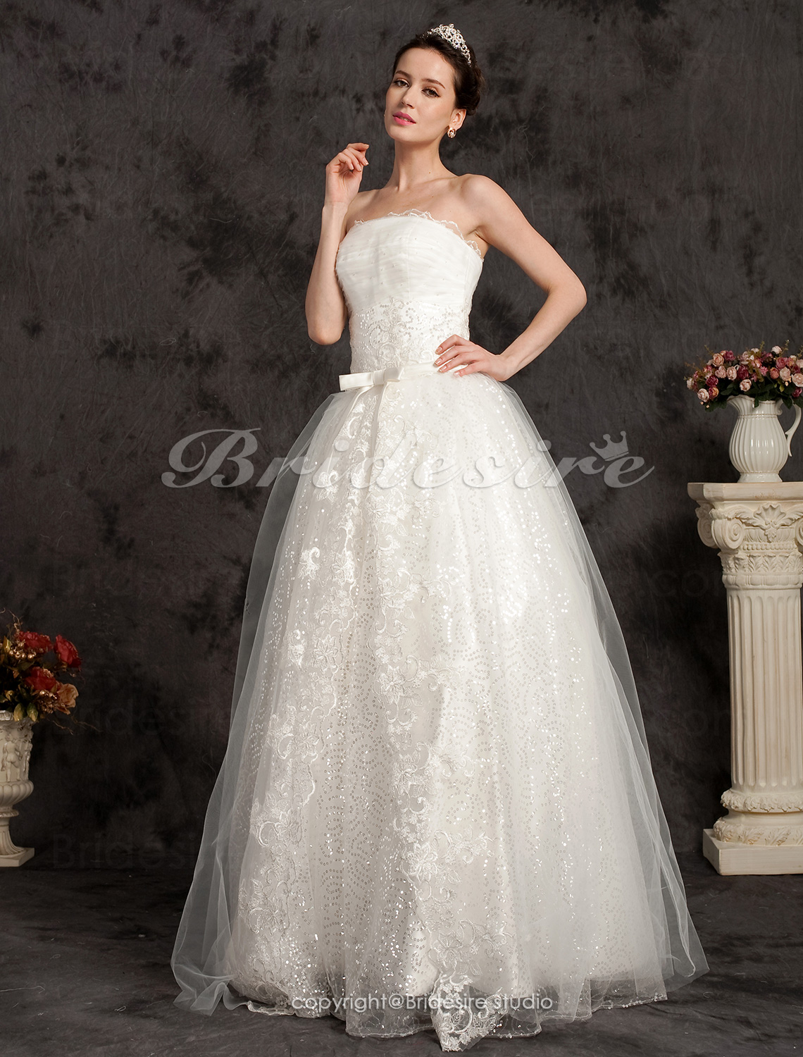A-line Floor-length Tulle Strapless Wedding Dress