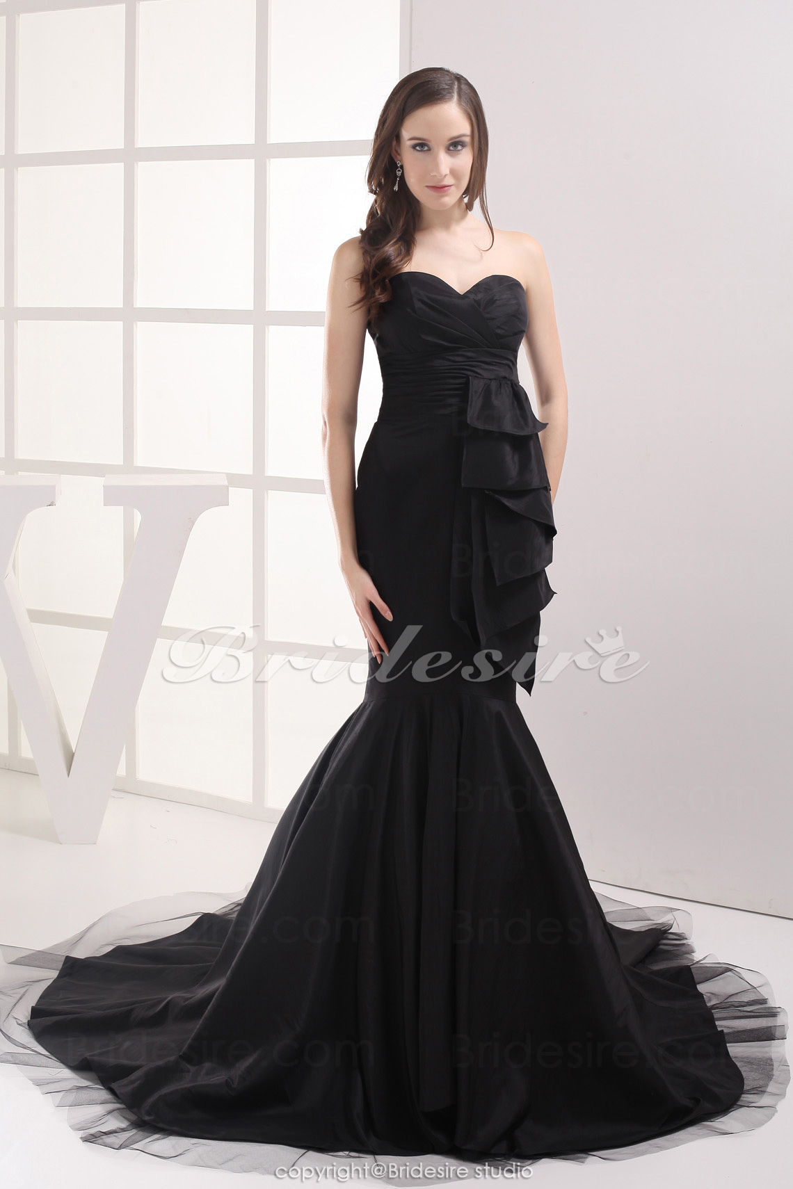 Trumpet/Mermaid Sweetheart Chapel Train Sleeveless Taffeta Dress