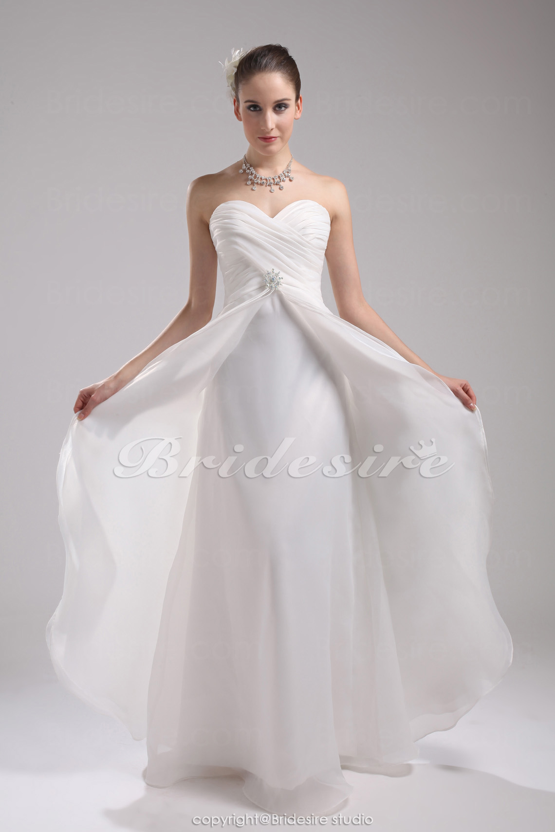 A-line Sweetheart Floor-length Sleeveless Organza Wedding Dress