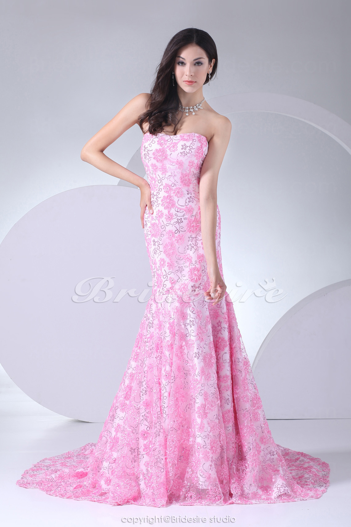 Trumpet/Mermaid Strapless Sweep Train Sleeveless Lace Dress