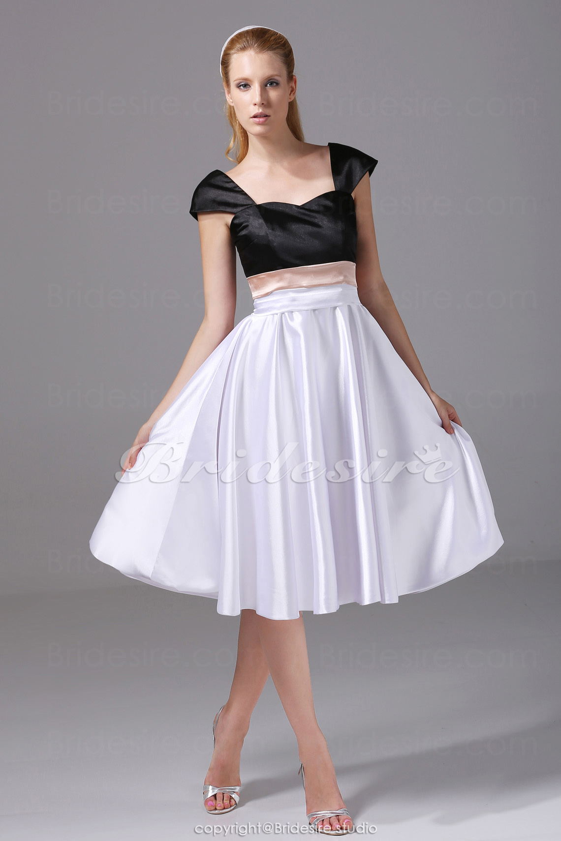 A-line Sweetheart Knee-length Sleeveless Stretch Satin Dress