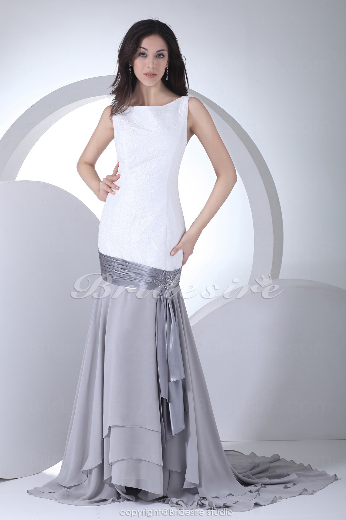 Trumpet/Mermaid Scoop Court Train Sleeveless Taffeta Chiffon Dress