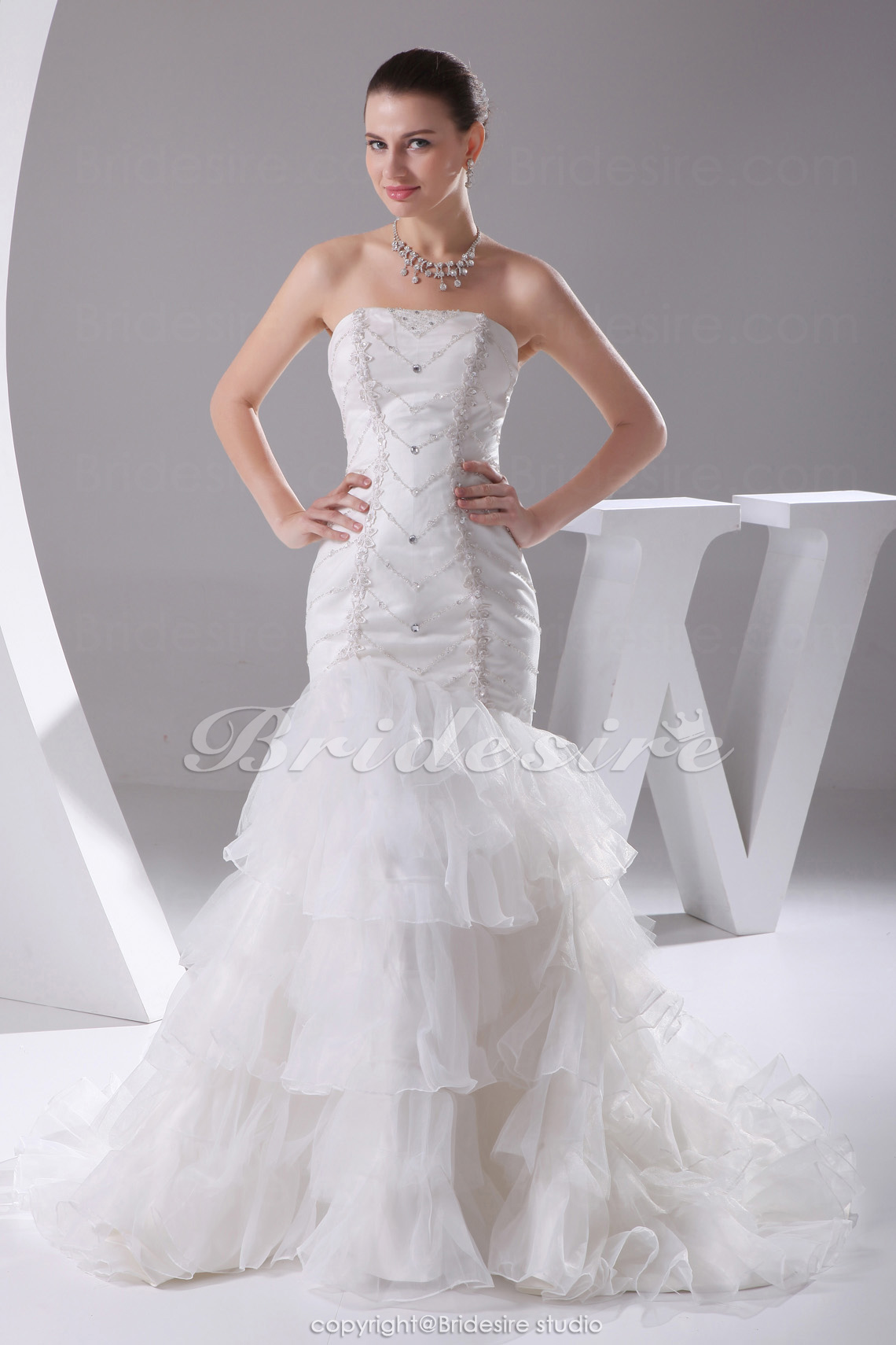 Trumpet/Mermaid Strapless Chapel Train Sleeveless Taffeta Organza Wedding Dress