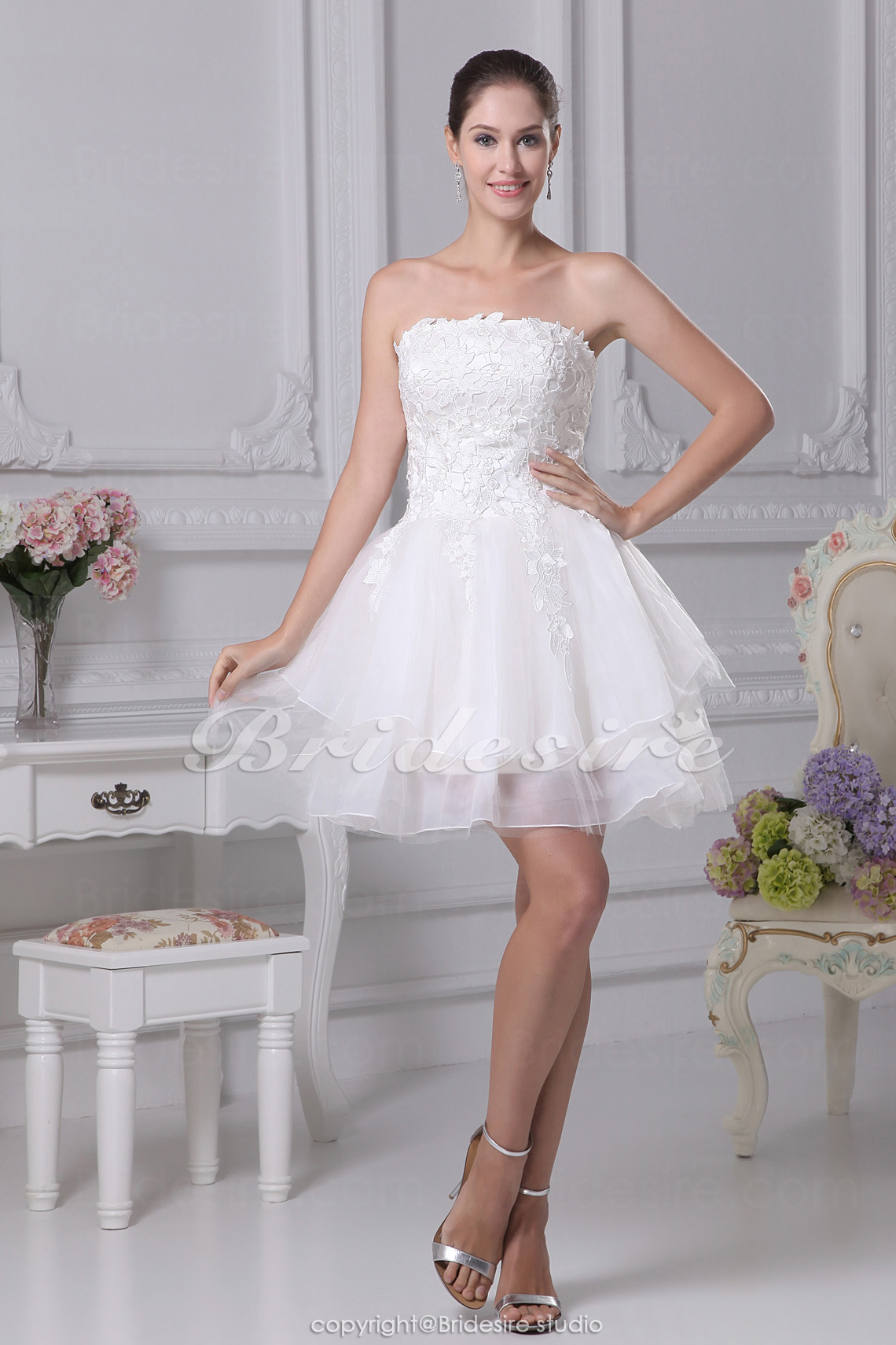 Princess Strapless Short/Mini Sleeveless Lace Satin Organza Wedding Dress