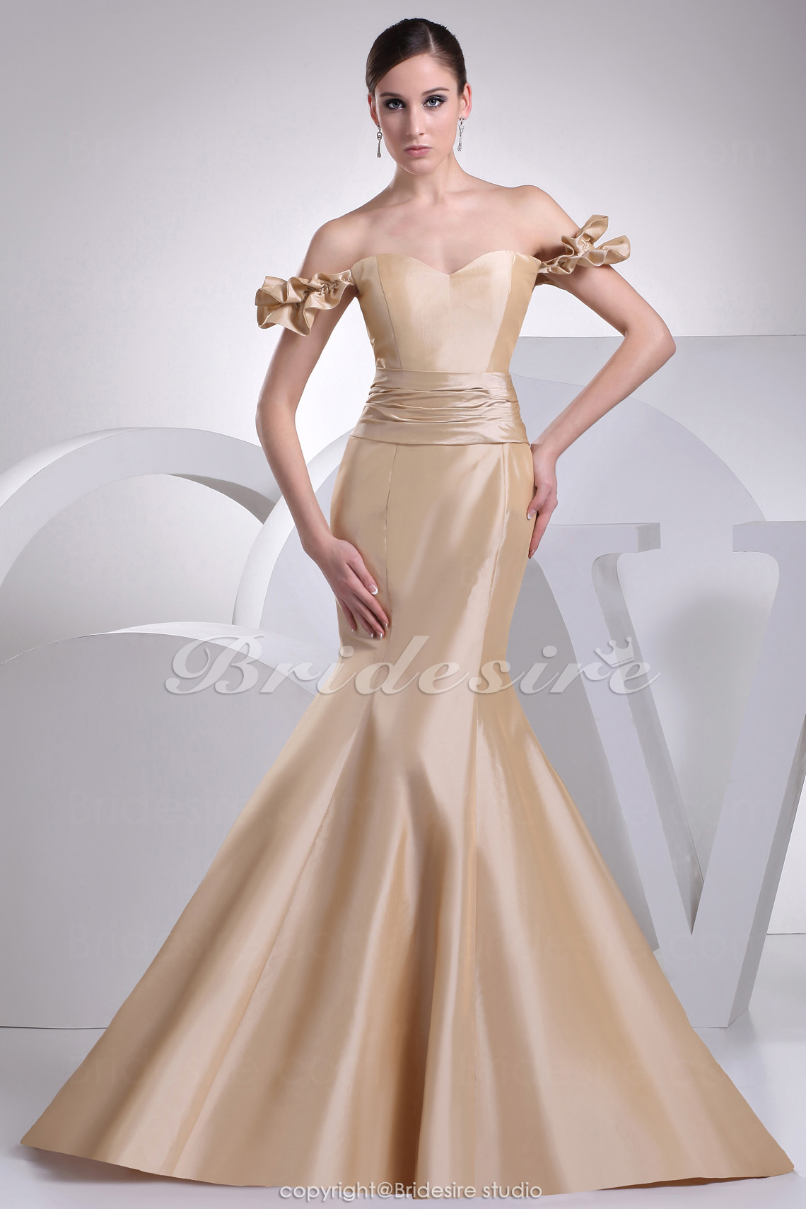 Trumpet/Mermaid Sweetheart Off-the-shoulder Sweep Train Sleeveless Taffeta Dress