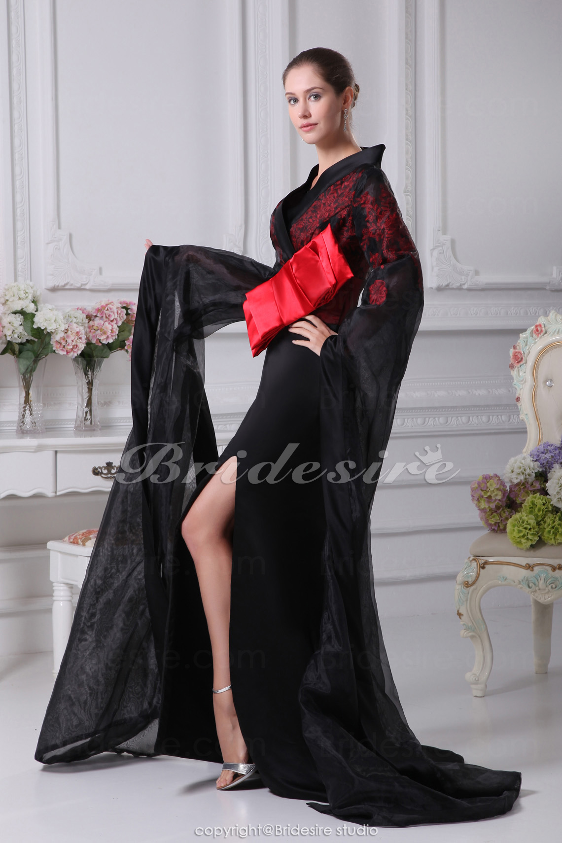 Trumpet/Mermaid V-neck Court Train Long Sleeve Organza Stretch Satin Dress