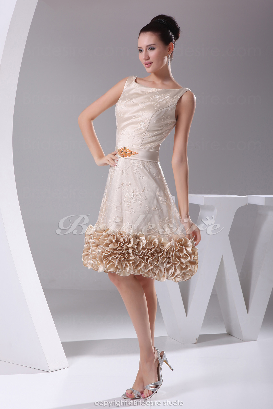 A-line Scoop Knee-length Sleeveless Taffeta Lace Dress