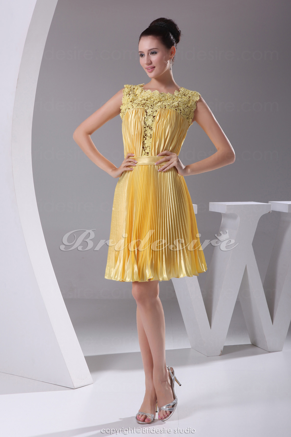 Sheath/Column Scoop Short/Mini Sleeveless Lace Stretch Satin Dress
