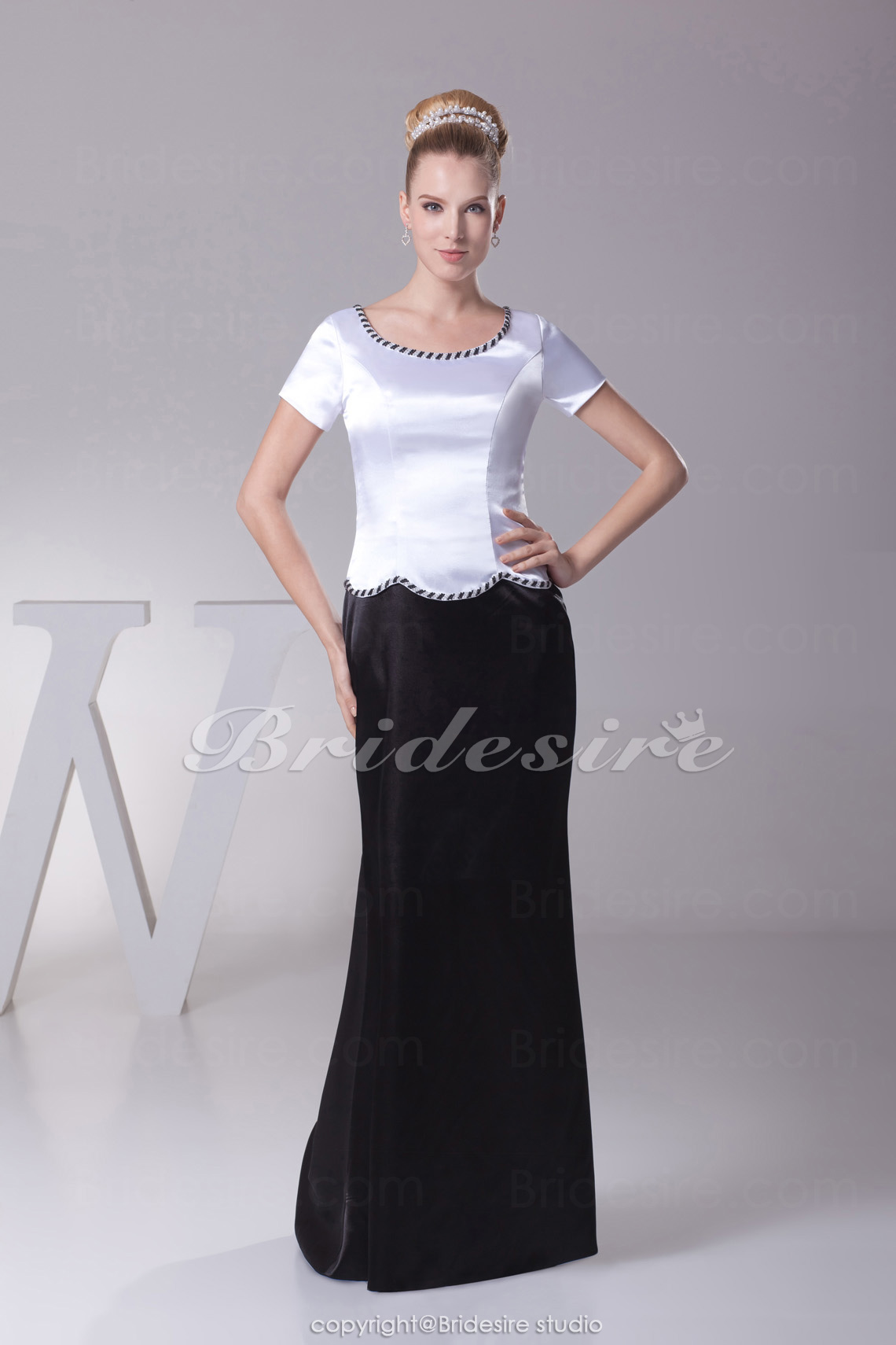 Sheath/Column Scoop Sweep/Brush Train Short Sleeve Stretch Satin Mother of the Bride Dress