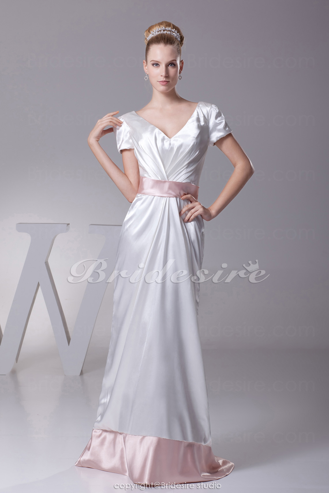 Sheath/Column V-neck Sweep/Brush Train Short Sleeve Stretch Satin Dress