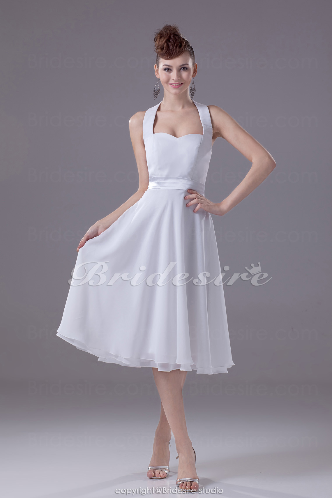 A-line Halter Sweetheart Knee-length Sleeveless Chiffon Dress