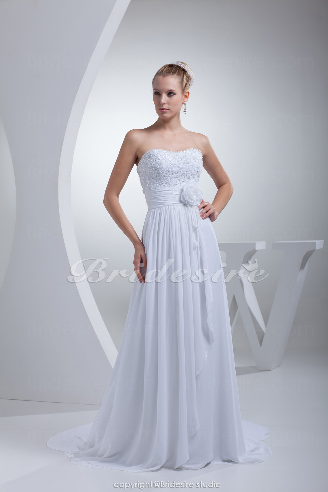 Sheath/Column Strapless Chapel Train Sleeveless Chiffon Wedding Dress