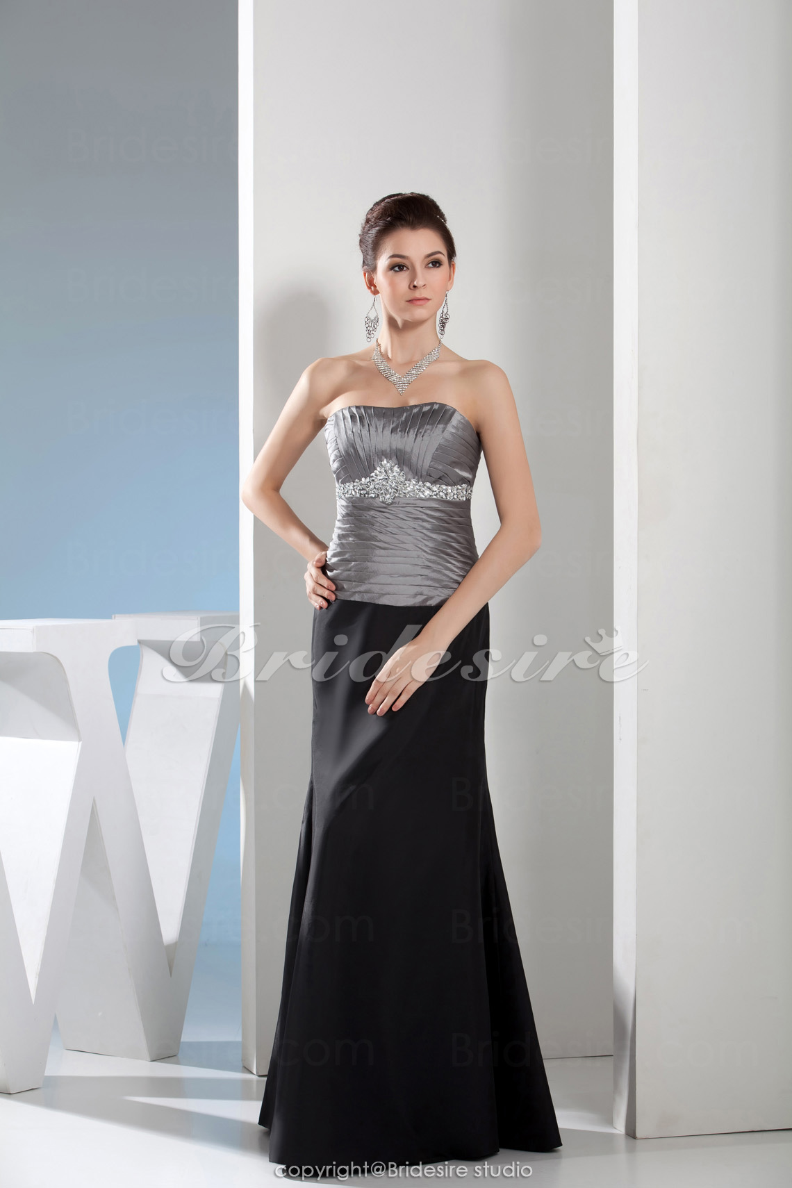 Trumpet/Mermaid Sweetheart Floor-length Sleeveless Satin Mother of the Bride Dress