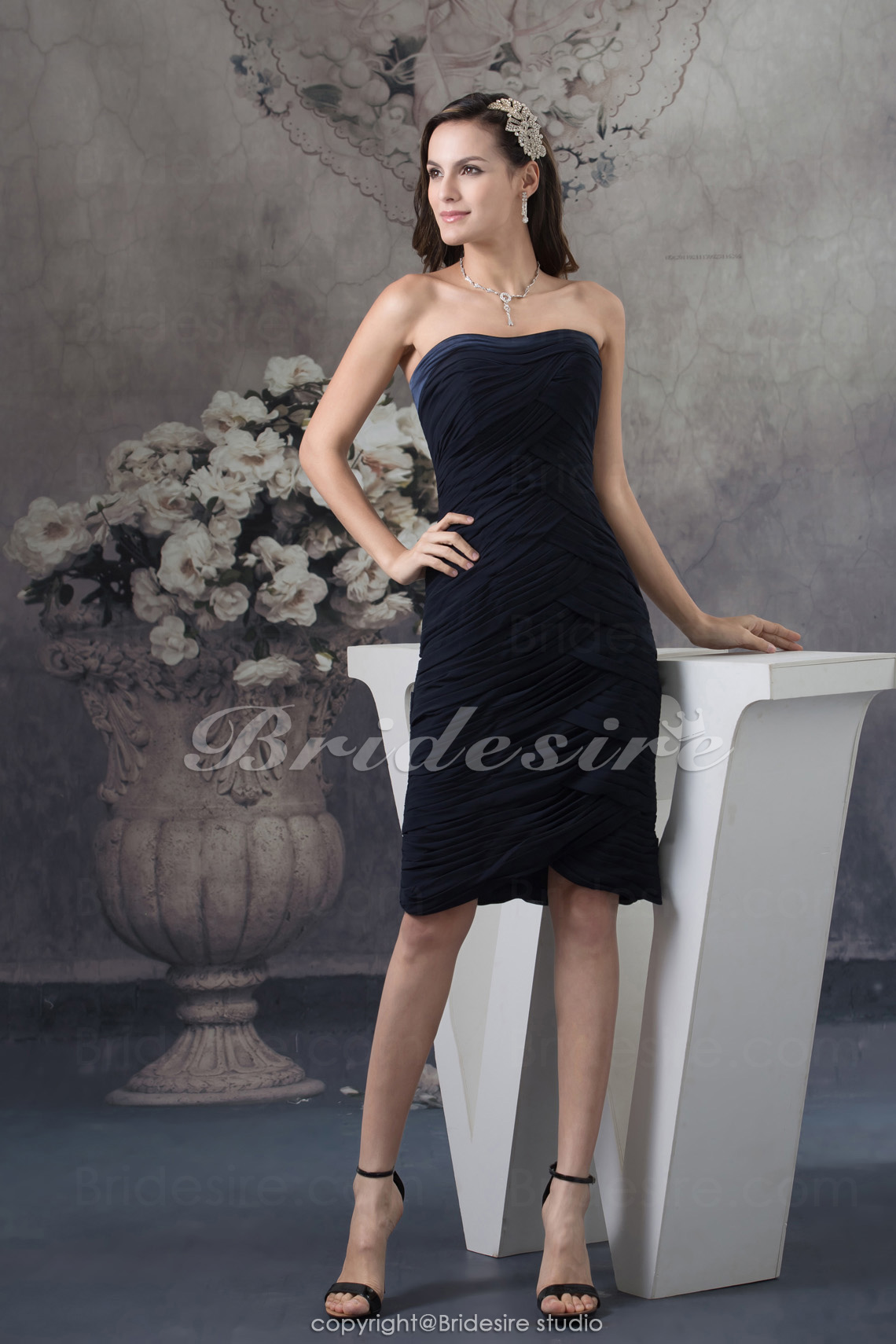 Sheath/Column Strapless Knee-length Sleeveless Chiffon Bridesmaid Dress