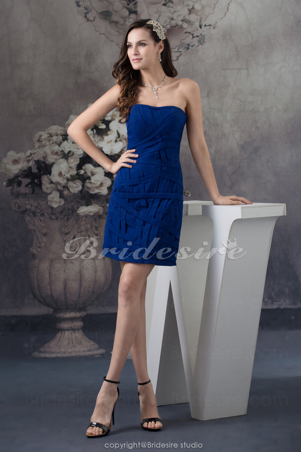 Sheath/Column Strapless Short/Mini Sleeveless Chiffon Bridesmaid Dress