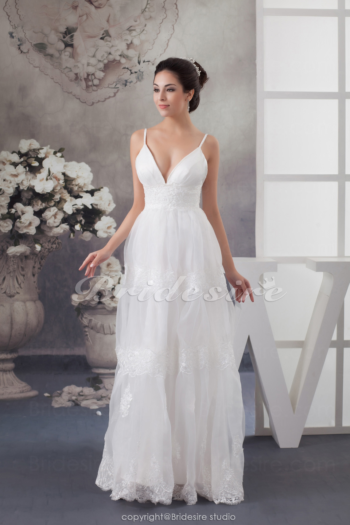 A-line Spaghetti Straps Floor-length Sleeveless Chiffon Wedding Dress